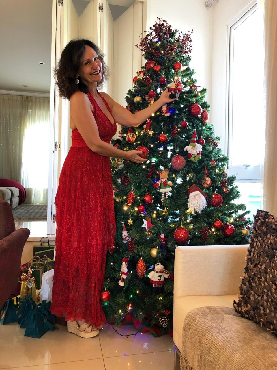 Faa Morena mostra decoração de sua árvore de Natal