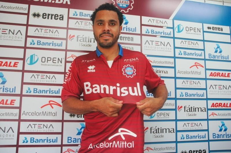 Com poucos dias de férias, Diego Miranda treina forte no Caxias para 2019
