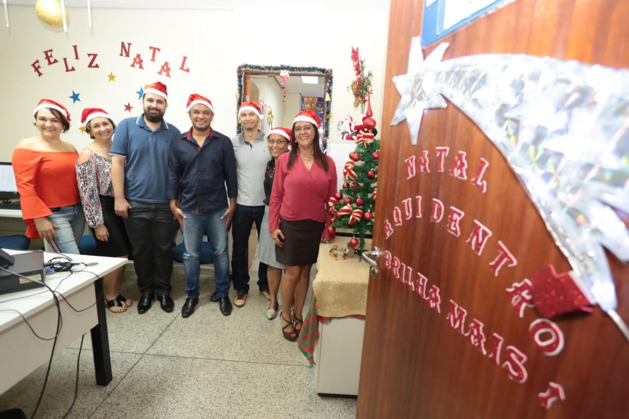Servidores da Educação apostam na criatividade para ornamentar as salas com temas natalinos