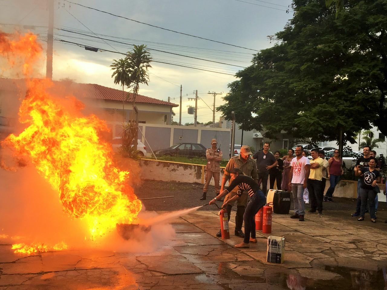 Corpo de Bombeiros habilita grupo de colaboradores para formação da brigada de incêndio do HDT-UFT
