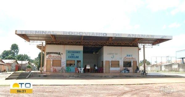 """Comerciante teme desabamento da estrutura precária de rodoviária de Ananás: """"eu nem encosto"""""""