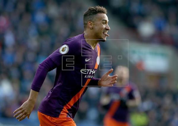 Danilo marca, City vence lanterna e continua na caça ao Liverpool