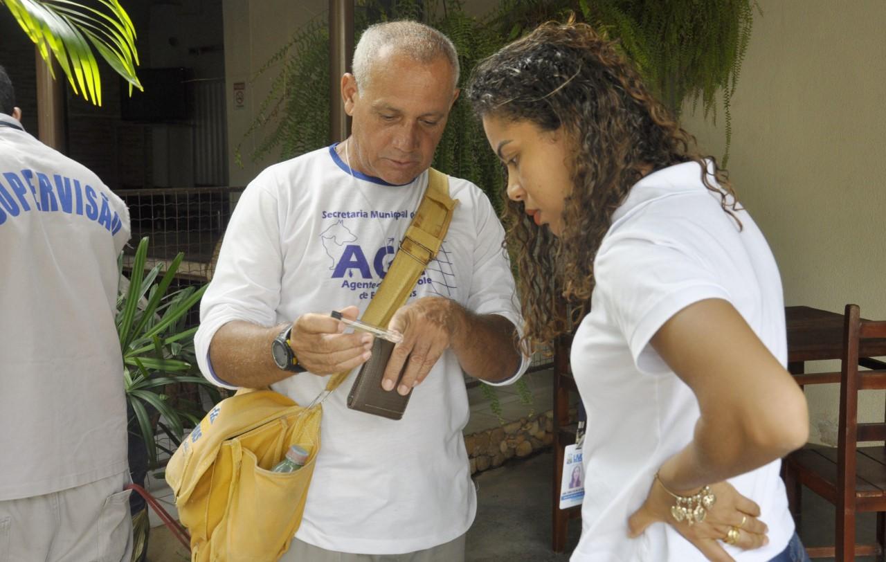 Cuidado com a dengue: Agentes de endemias e Vigilância Sanitária vistoriam imóveis comerciais do Centro da Capital