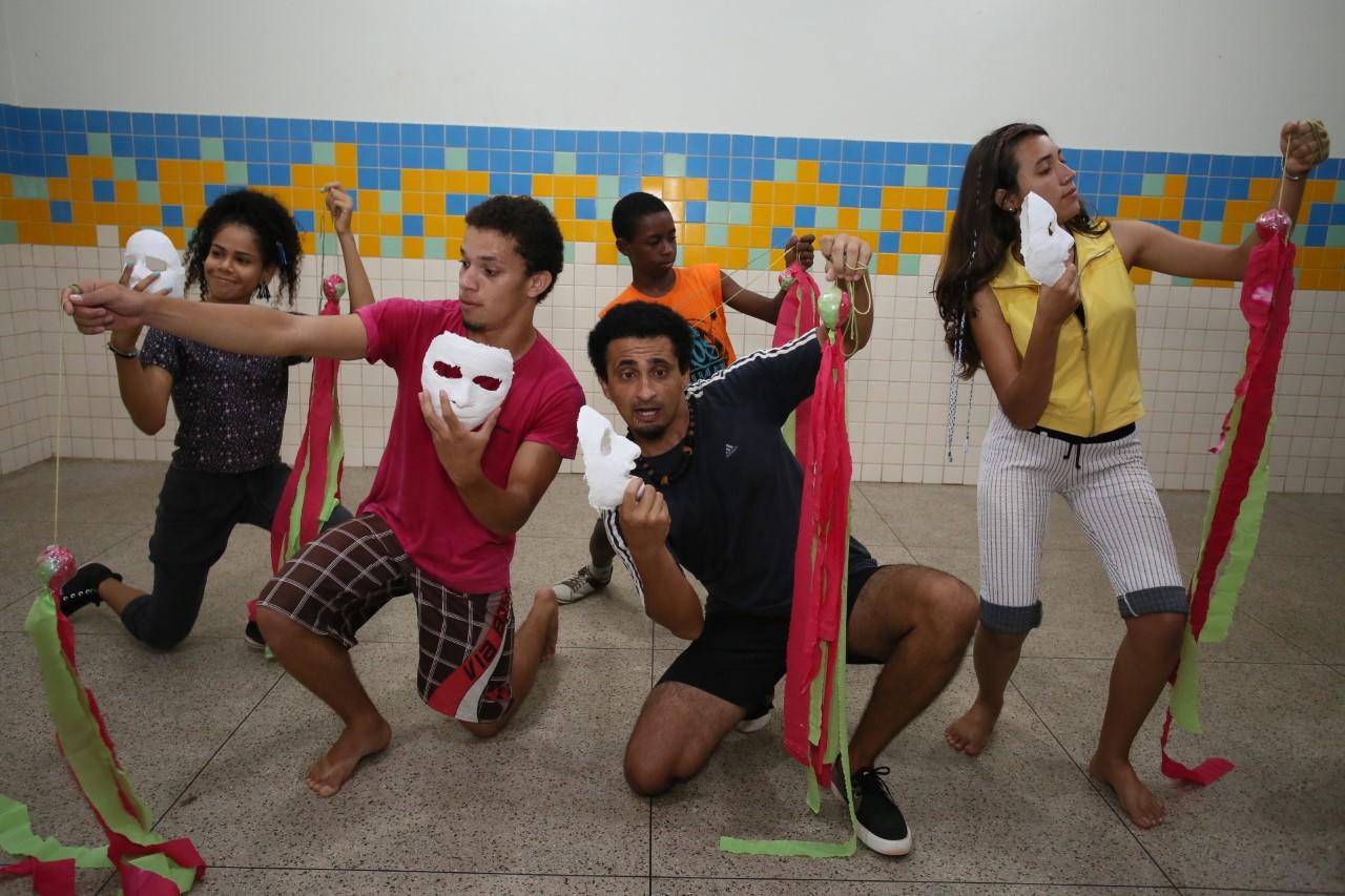 Alunos da Cia de Artes MundArt aproveitam as férias para aperfeiçoar passos de dança