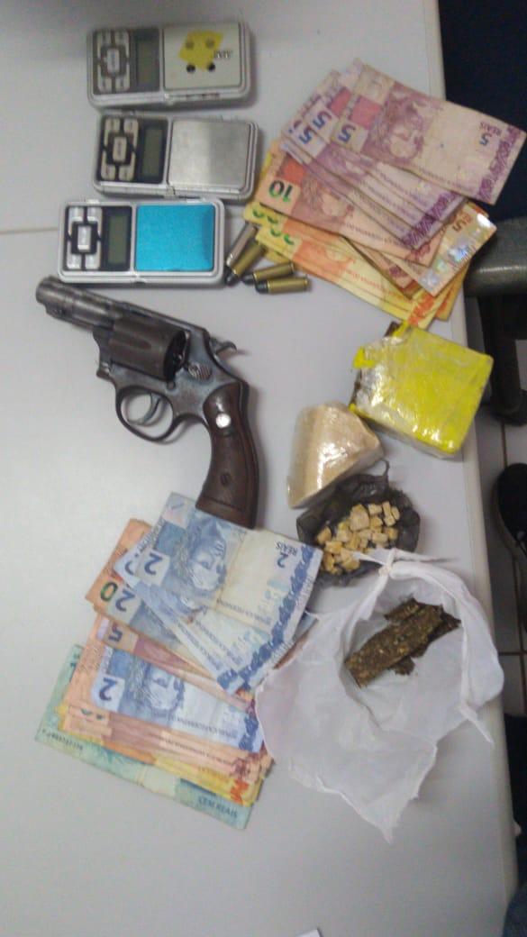 Polícia Civil aprende drogas, arma de fogo e prende dois traficantes em Pedro Afonso