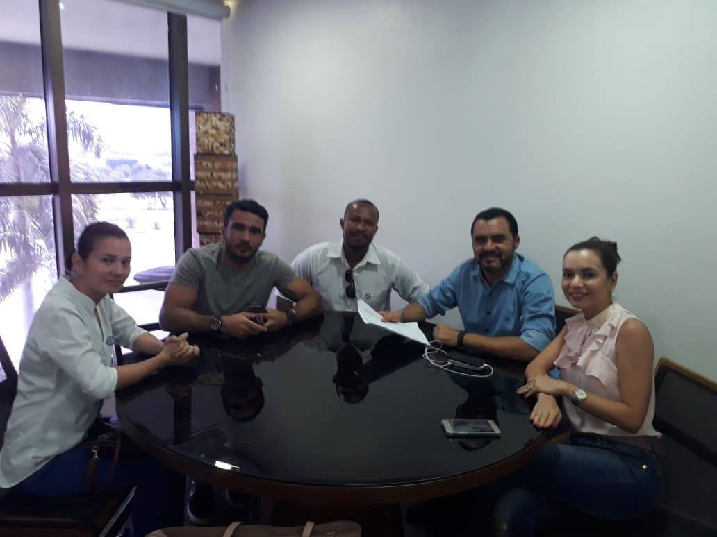 Candidatos de concursos da Polícia Civil e Defesa Social cobram nomeação em reunião com Wanderlei