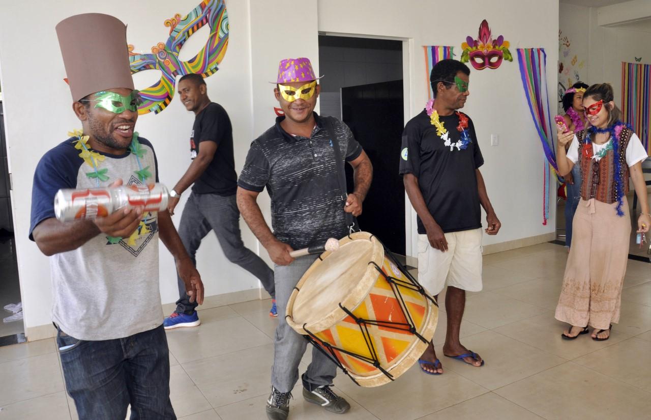 Frequentadores dos Caps se preparam para festejar o Carnaval