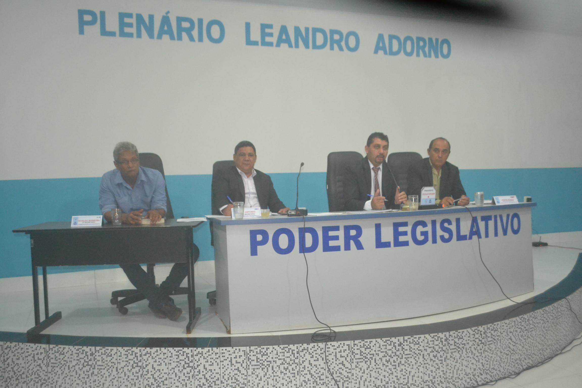 Surubim preside primeira sessão na câmara de Divinópolis na noite em que comissões foram homologadas