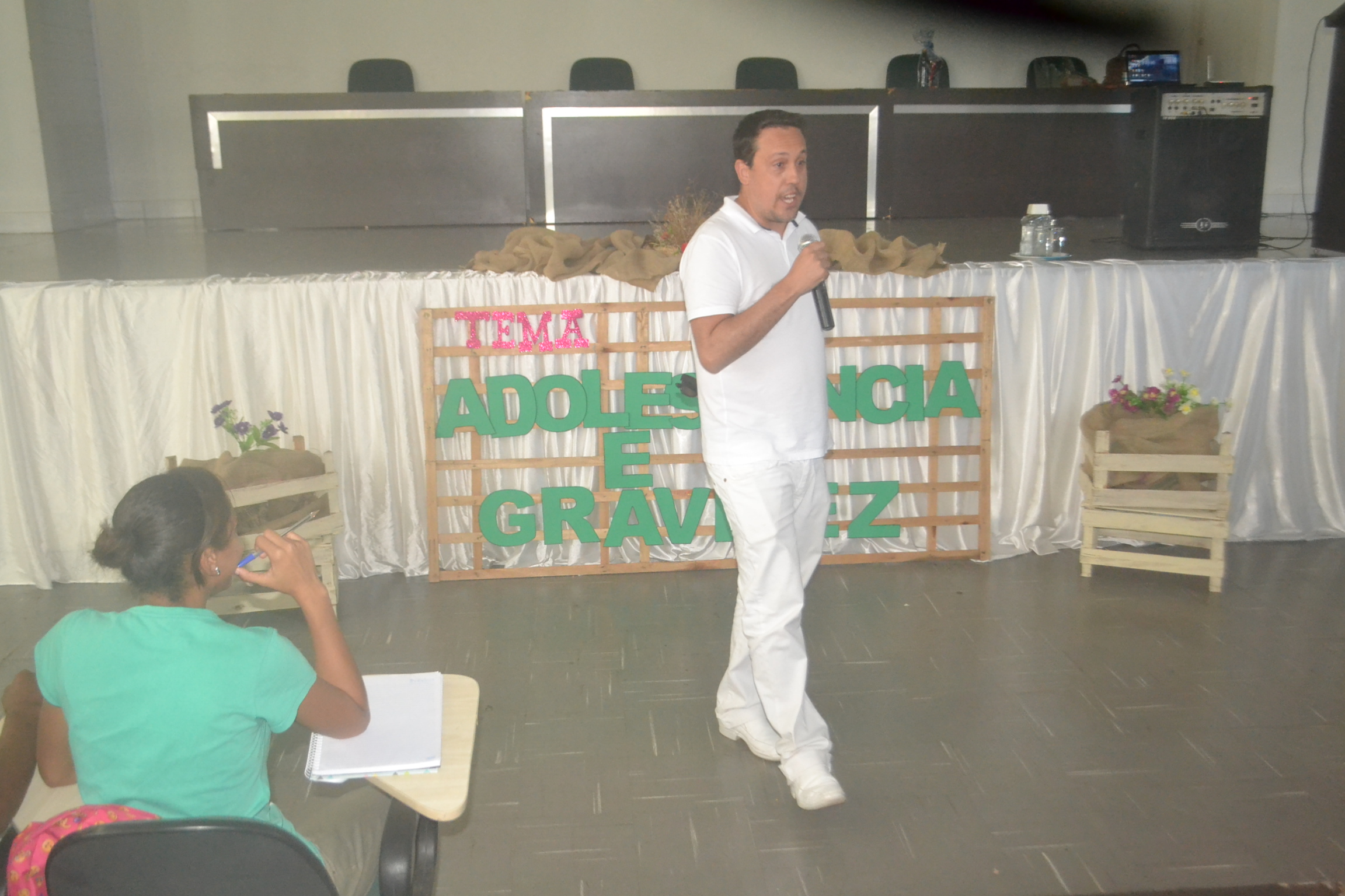 """Saúde e Assistência Social de Divinópolis promovem palestra sobre """"Adolescência e Gravidez"""""""
