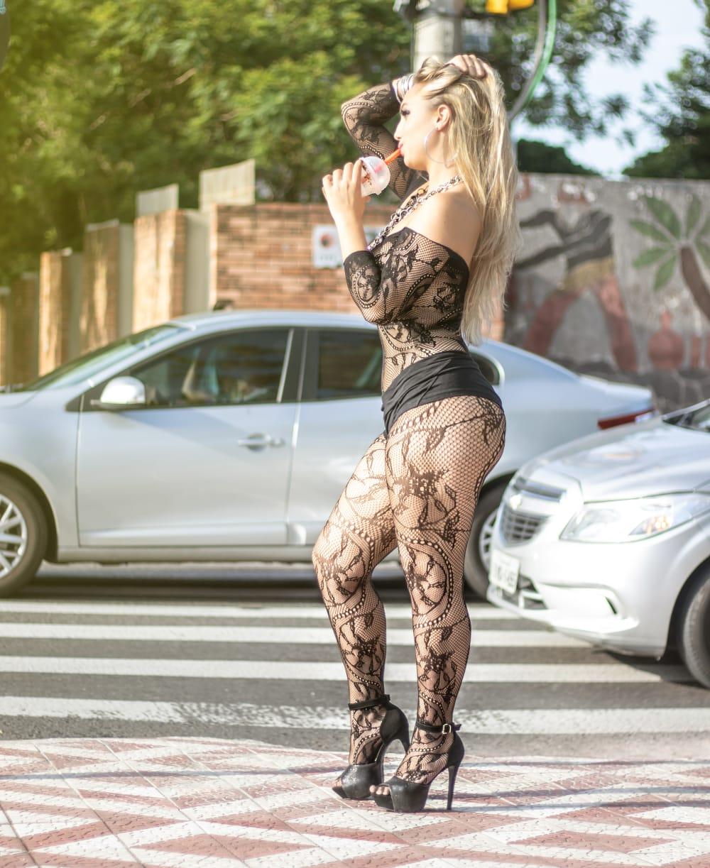 """Modelo para trânsito em Avenida gaúcha: """"Quero ser famosa"""""""