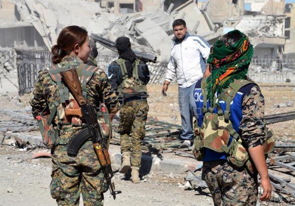 Mílicias curdas anunciam início da ofensiva contra último reduto do EI