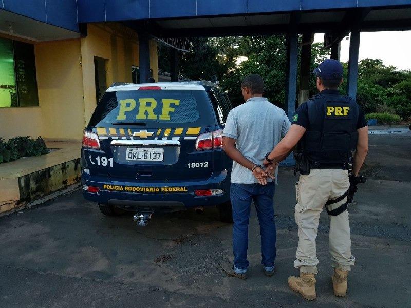 PRF cumpriu mandado de prisão e prendeu homem condenado por roubo qualificado
