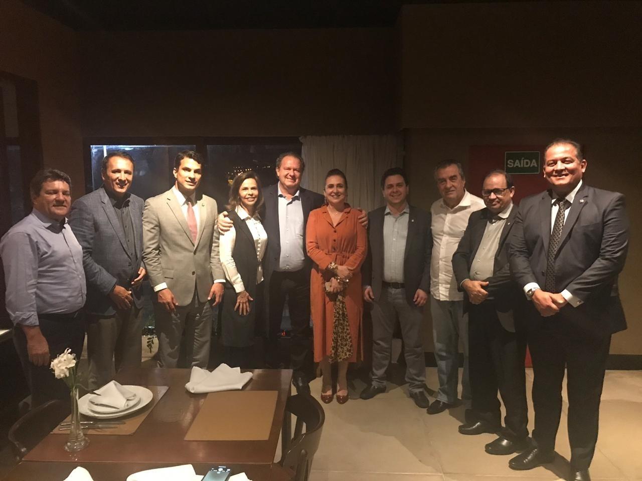 Kátia Abreu e bancada do Tocantins discutem projetos com governador