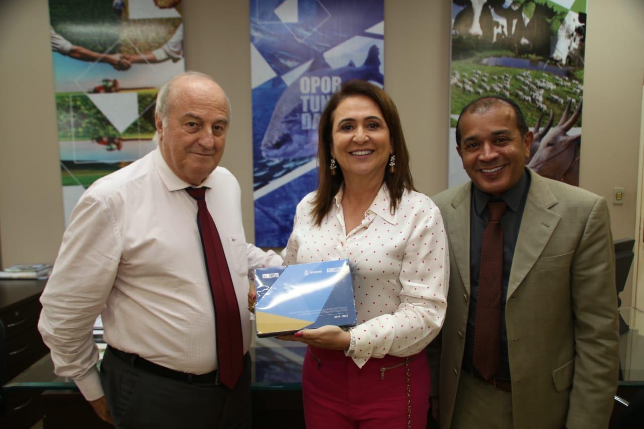 Secretário da SICS e a senadora Kátia Abreu destacam a importância da União de esforços para ajudar o Tocantins