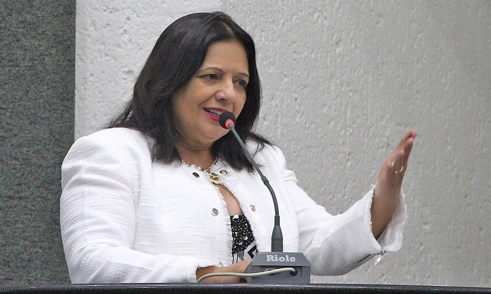 Mauro Carlesse oficializa deputada Valderez Castelo Branco como líder do Governo na Assembleia Legislativa