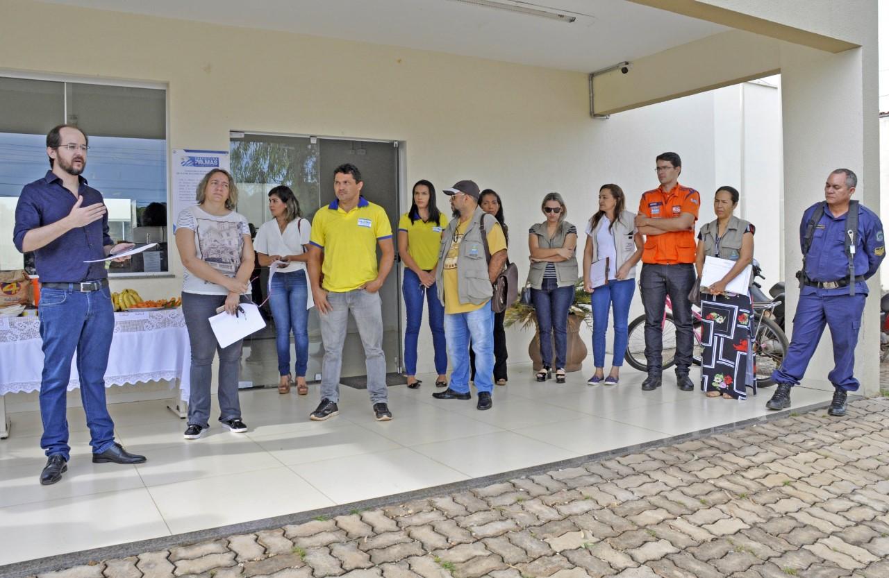 Moradores da Arno 43 recebem orientações durante mobilização social de combate ao Aedes aegypti