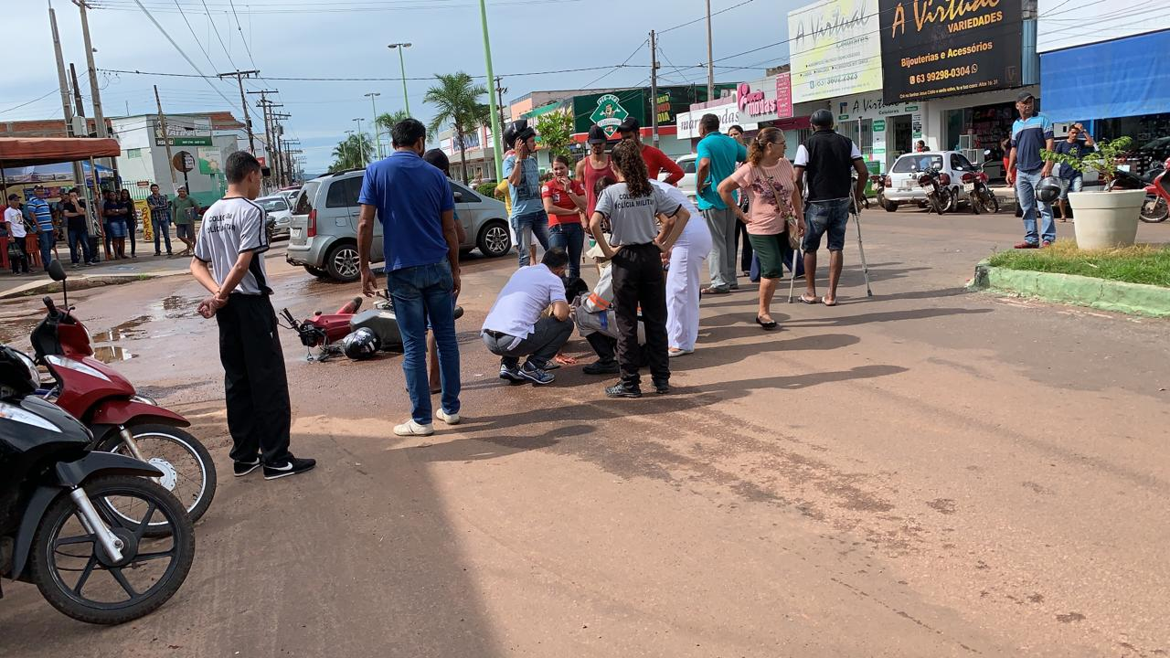 Motociclista colide contra veículo no centro de Paraíso