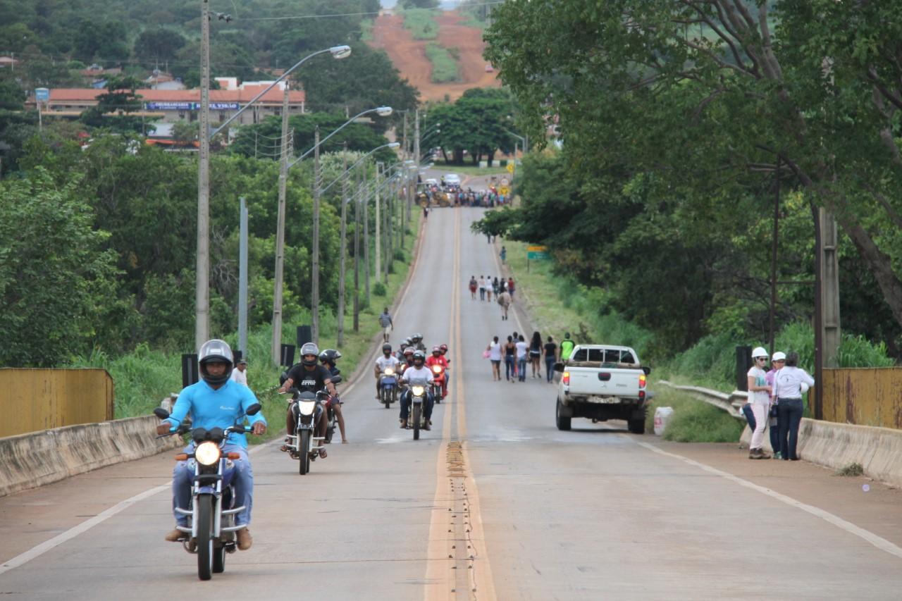 Motociclistas devem ter cautela ao usar ponte de Porto Nacional