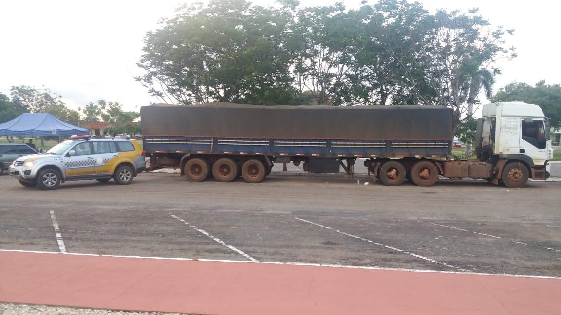 Policia Militar recupera carreta adulterada em rodovia estadual