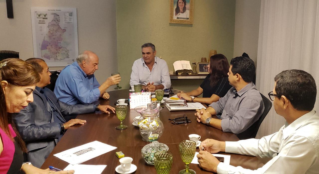 Presidente Paulo Carneiro discute parcerias na Agrotins 2019
