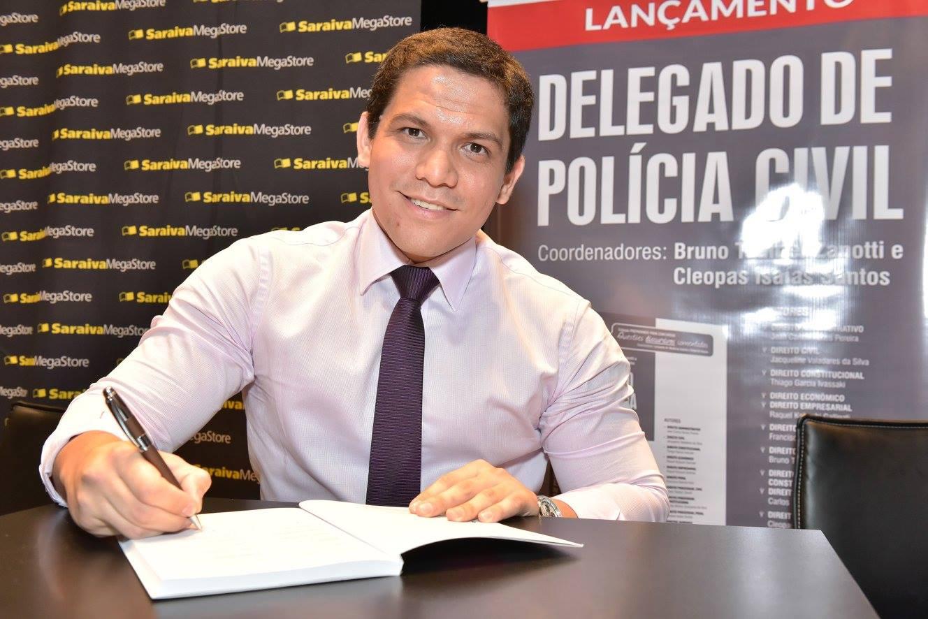 Delegado de Polícia e palestrante motivacional tenta usar persuasão para redimir criminosos