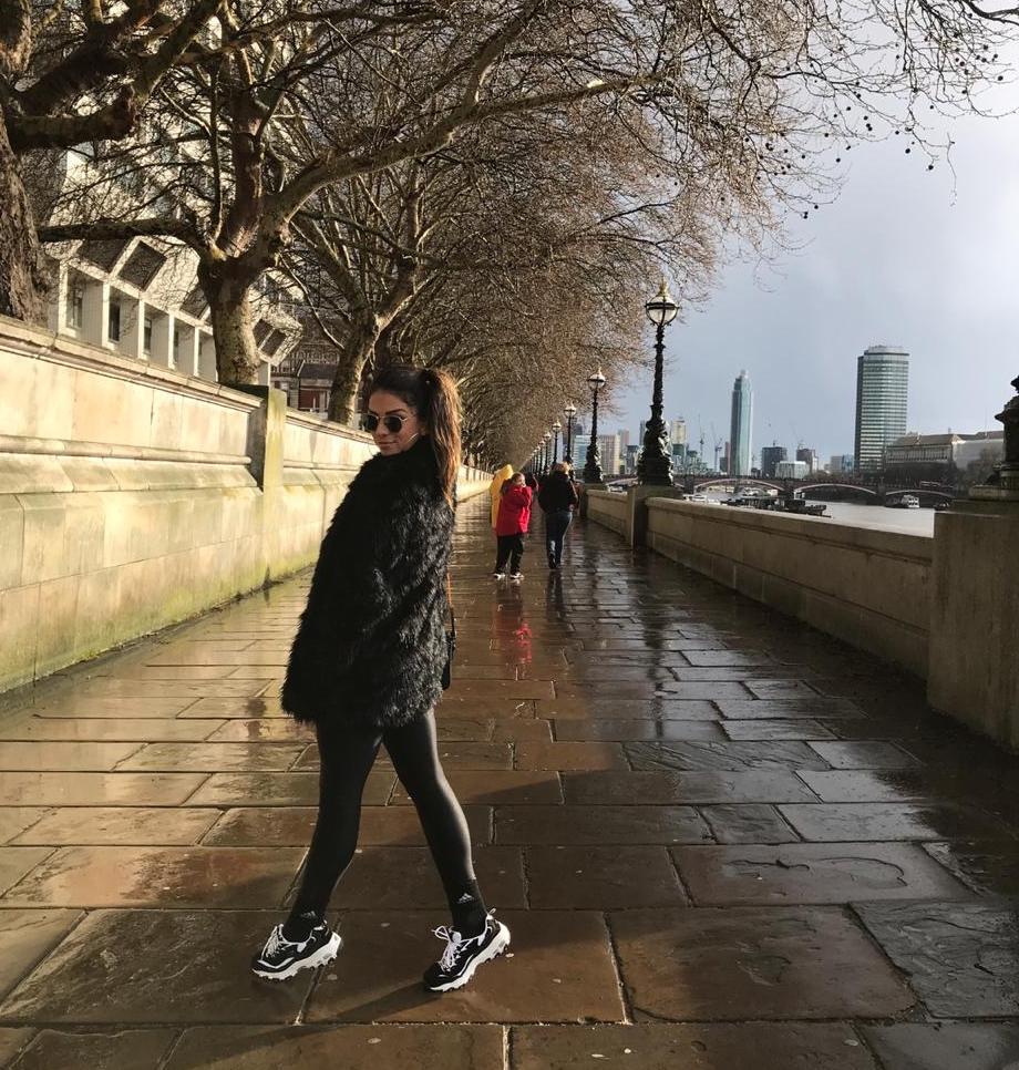 Tainá Grando põe os londrinos pra dançar em viagem ao Reino Unido