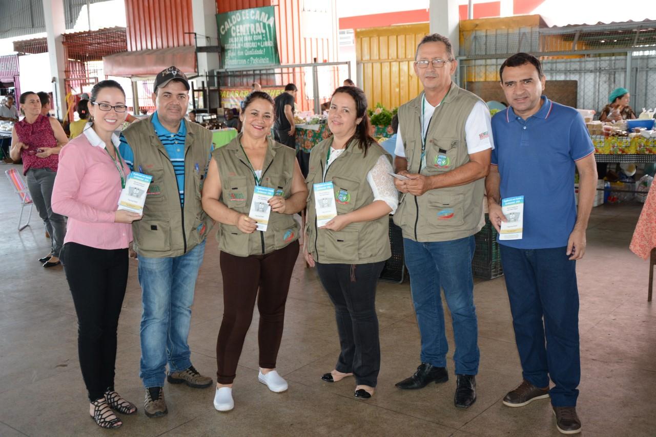 Feirantes e população são alvo de campanha em alusão ao Dia Mundial da Água
