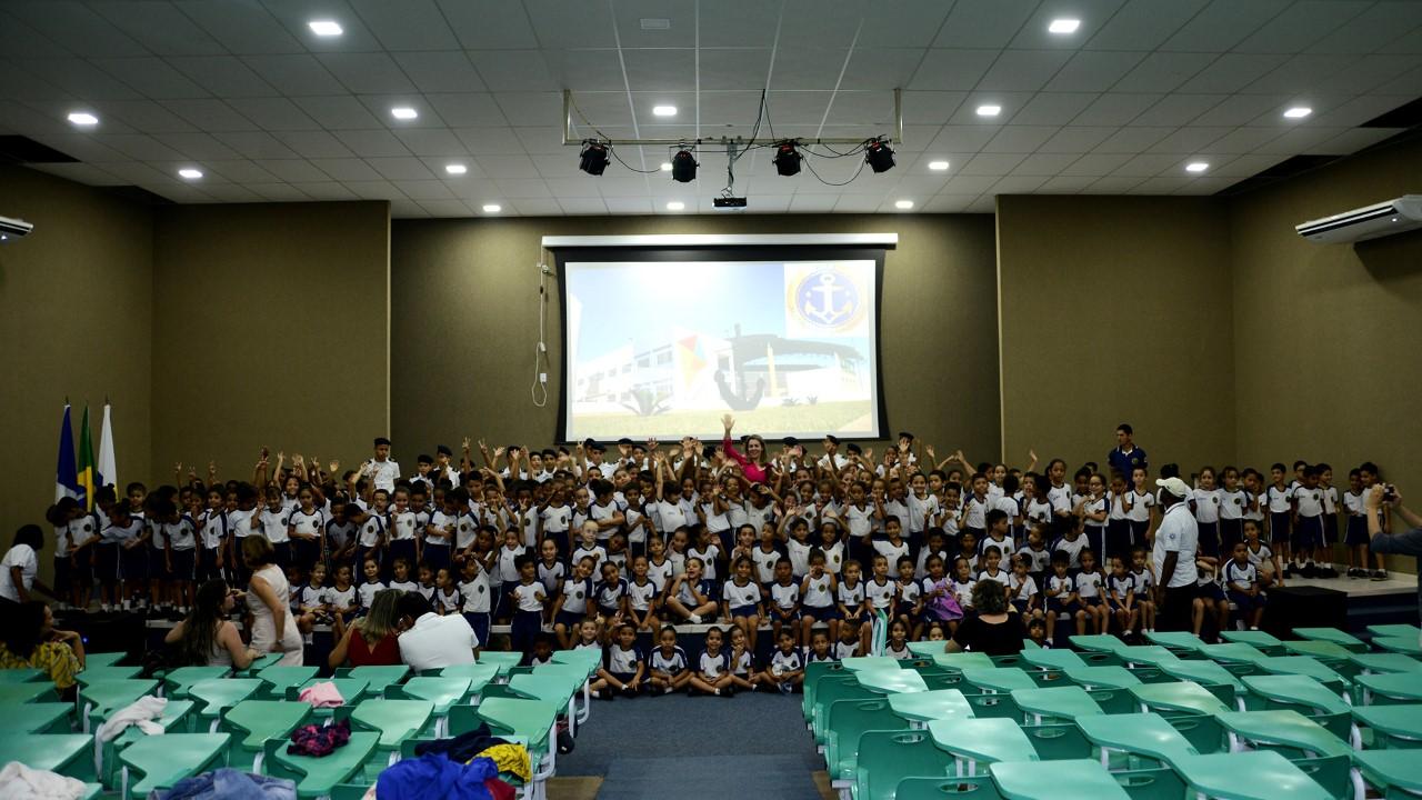 Em almoço com alunos da ETI Almirante Tamandaré, prefeita Cinthia Ribeiro reforça compromisso com educação de qualidade em Palmas