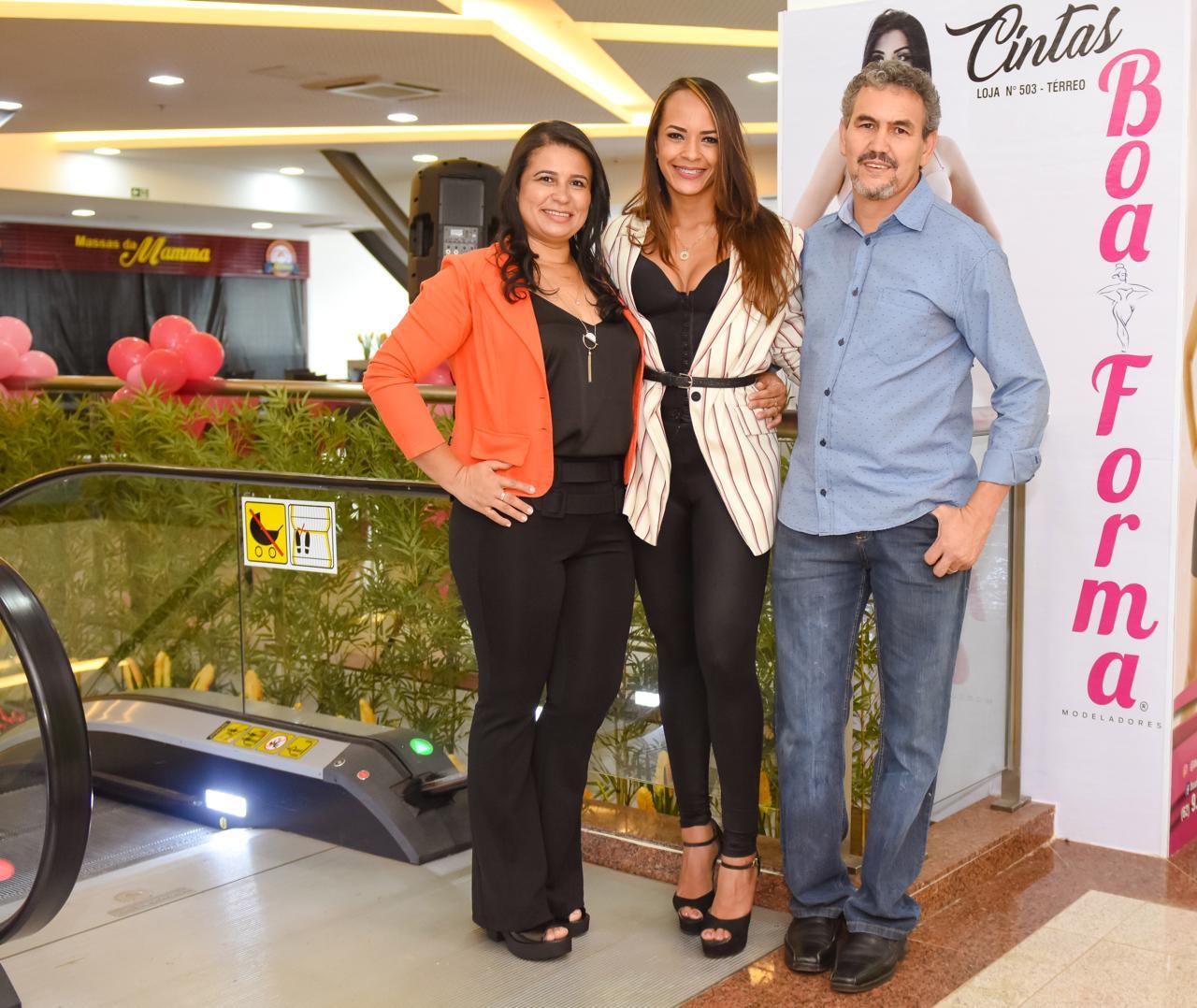 Influenciadora digital e atriz Valéria Cunha fez presença VIP em evento de moda em Goiânia