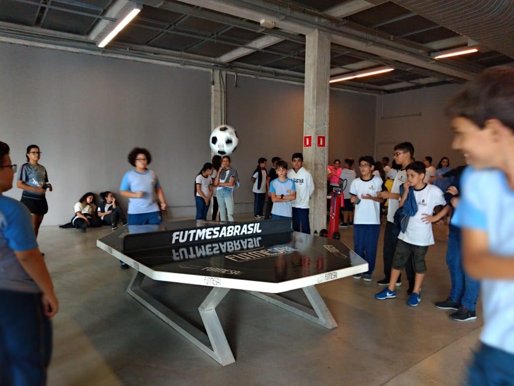 Futmesa faz sucesso no Museu do Futebol e quase 600 visitantes praticam o novo esporte