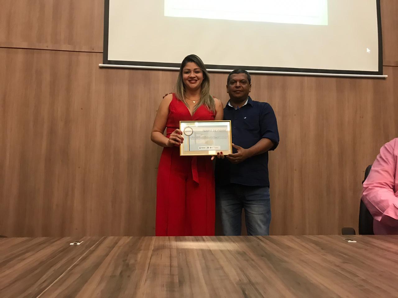 Nota 10: Secretária de Saúde de Chapada de Areia recebe prêmio do COSEMS-TO