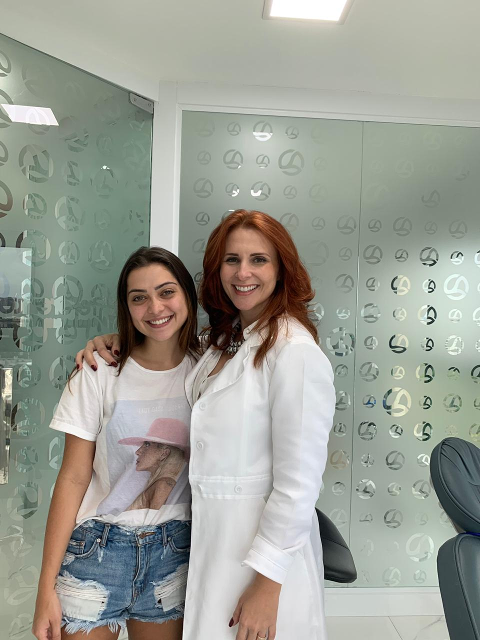 Após dores de cabeça e na mandíbula, Polliana Aleixo realiza tratamento em clínica