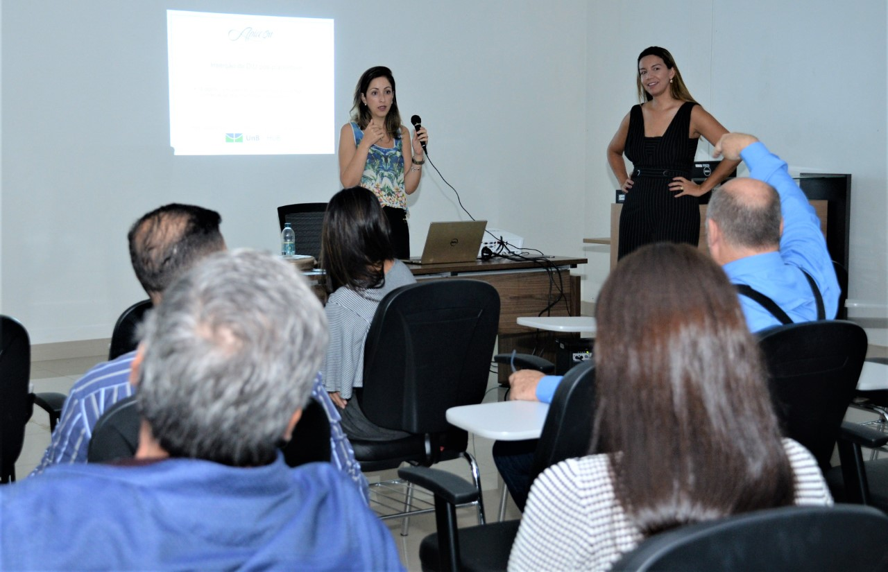 Médicos ginecologistas e obstetras participam de curso sobre implantação do DIU na Capital