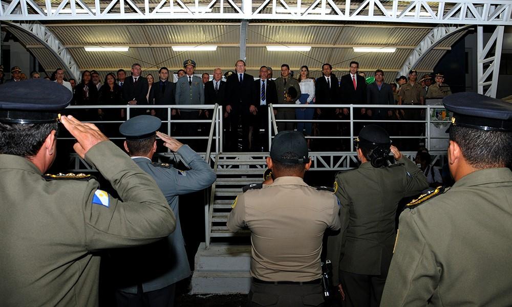 Governador Carlesse promove policiais militares e bombeiros e afirma que as duas corporações são as melhores do país