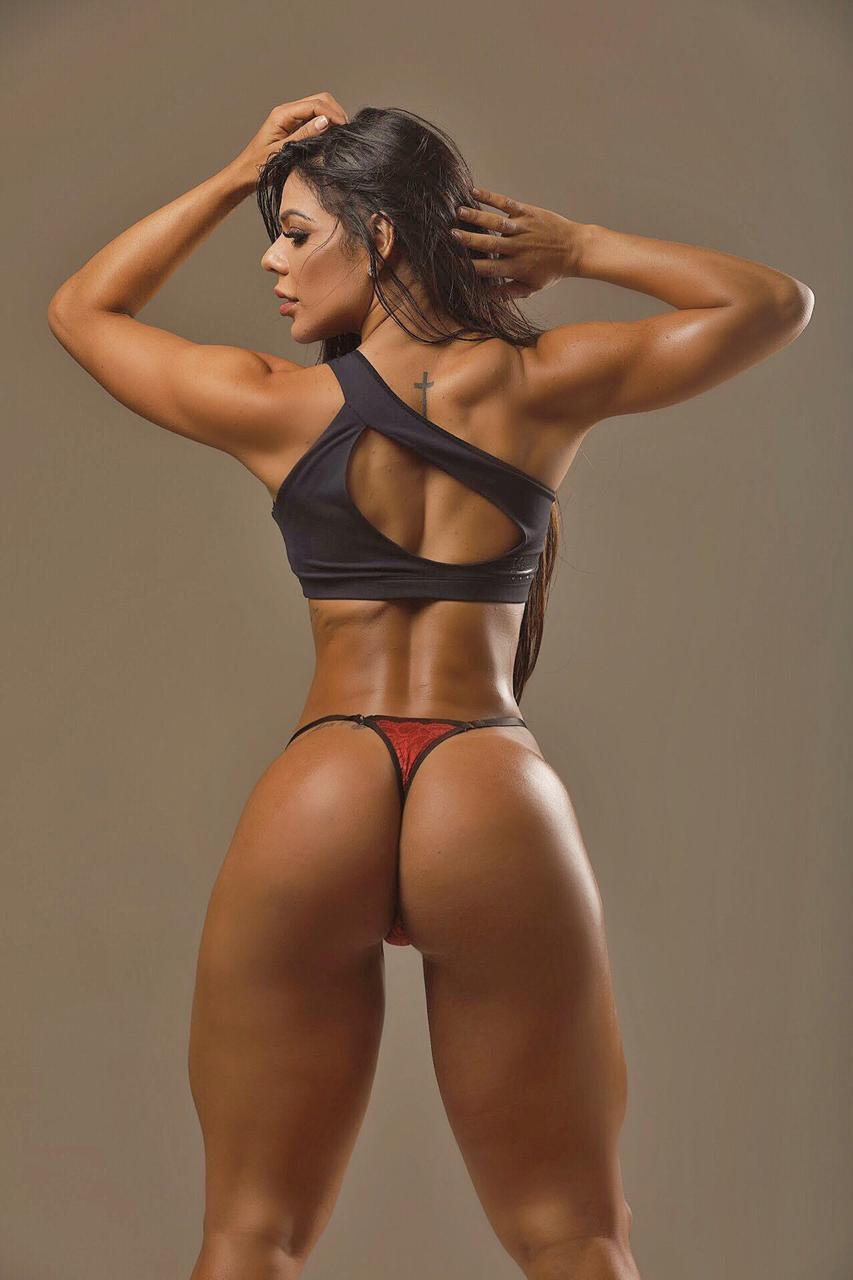 """Musa fitness exibe 7% de gordura corporal e fala sobre desafios """"Escolher entre uma marmita ou fazer sexo"""