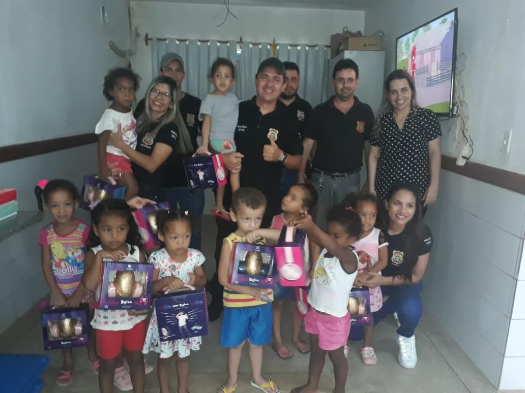 Polícia Civil intercepta comercialização ilegal de ovos de Páscoa e Cacau Show doa carregamento para crianças carentes de Alvorada