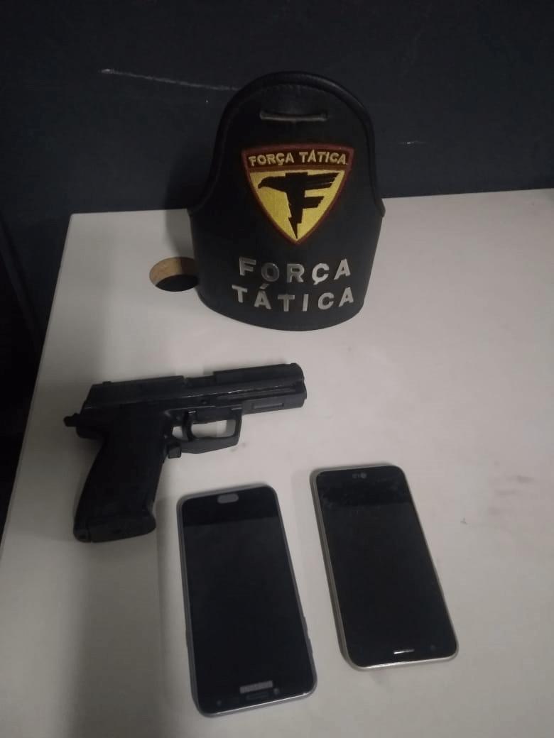 Polícia Militar apreende adolescentes por roubo e porte ilegal de simulacro de arma de fogo e recupera moto e celulares roubados em Araguaína