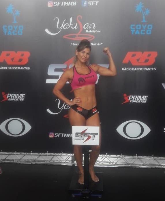 Ring Girl e musa do Vasco, Jamila Sandora também é lutadora de MMA e vai para o card principal do SFT