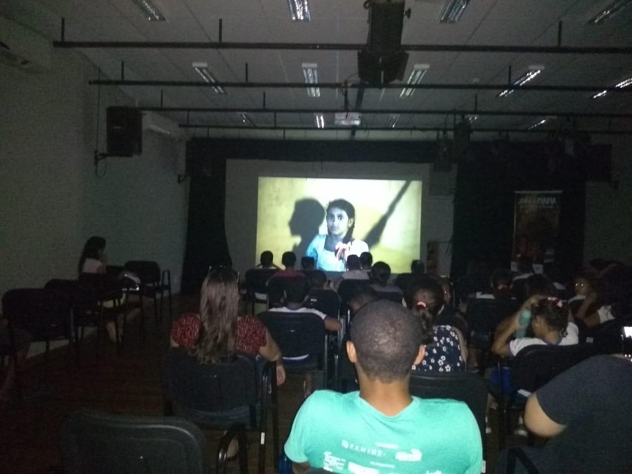 Filme João e Maria: Uma aventura no Cerrado é exibido no CEU, com a presença de produtores