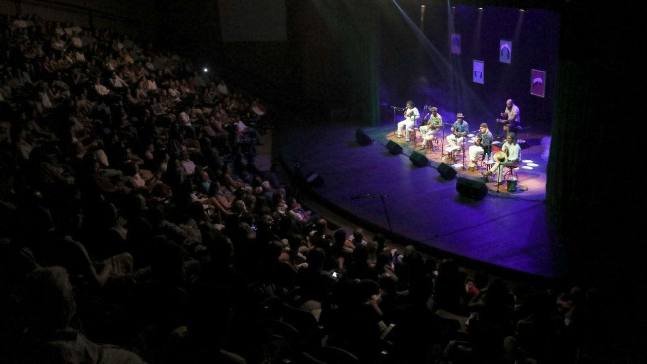 Espetáculo AmazoniCantoria leva clima de encontro de amigos em Quarta Clássica de homenagem aos 30 anos de Palmas