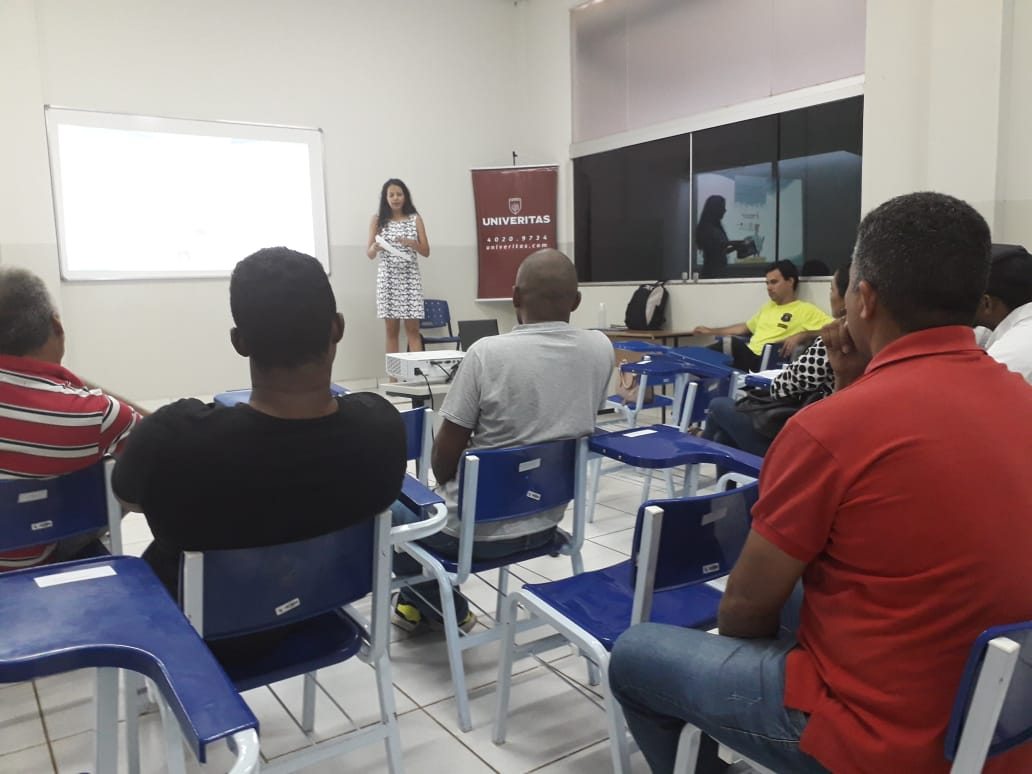 Sesmu finaliza curso teórico e prático de pilotagem para profissionais que trabalham como taxistas e mototaxistas na Capital