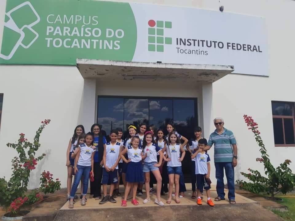 Alunos da Escola Raio de Sol participam da abertura do 1º Festival de Arte e Cultura do IFTO