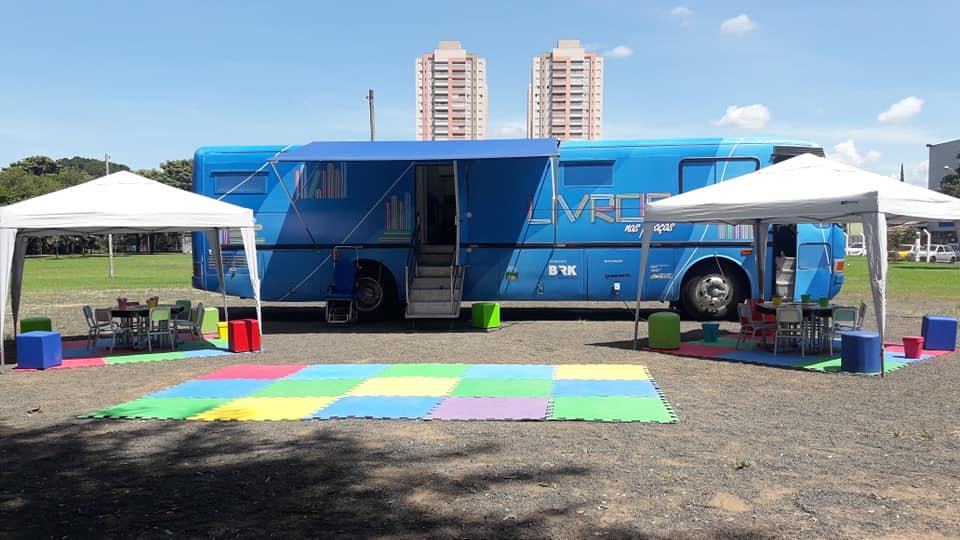 """BRK Ambiental traz ao Tocantins projeto """"Livro nas Praças"""" com ônibus-biblioteca"""