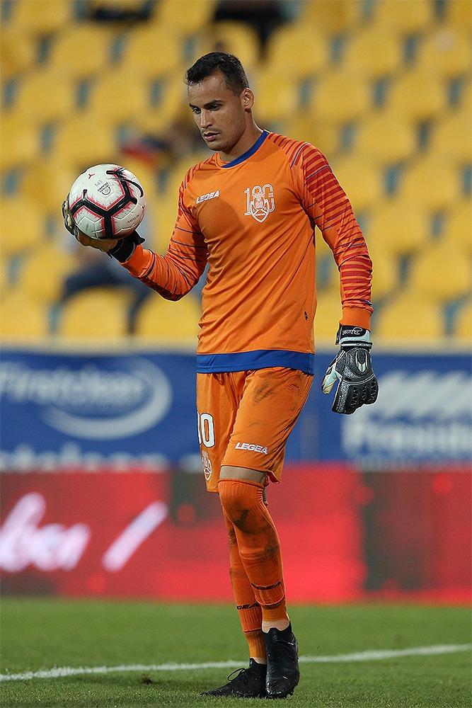 """Prestes a disputar sua segunda temporada em Portugal, goleiro Bruno Brigido admite desejo de volta aos treinos no Feirense: """"A saudade bateu"""""""