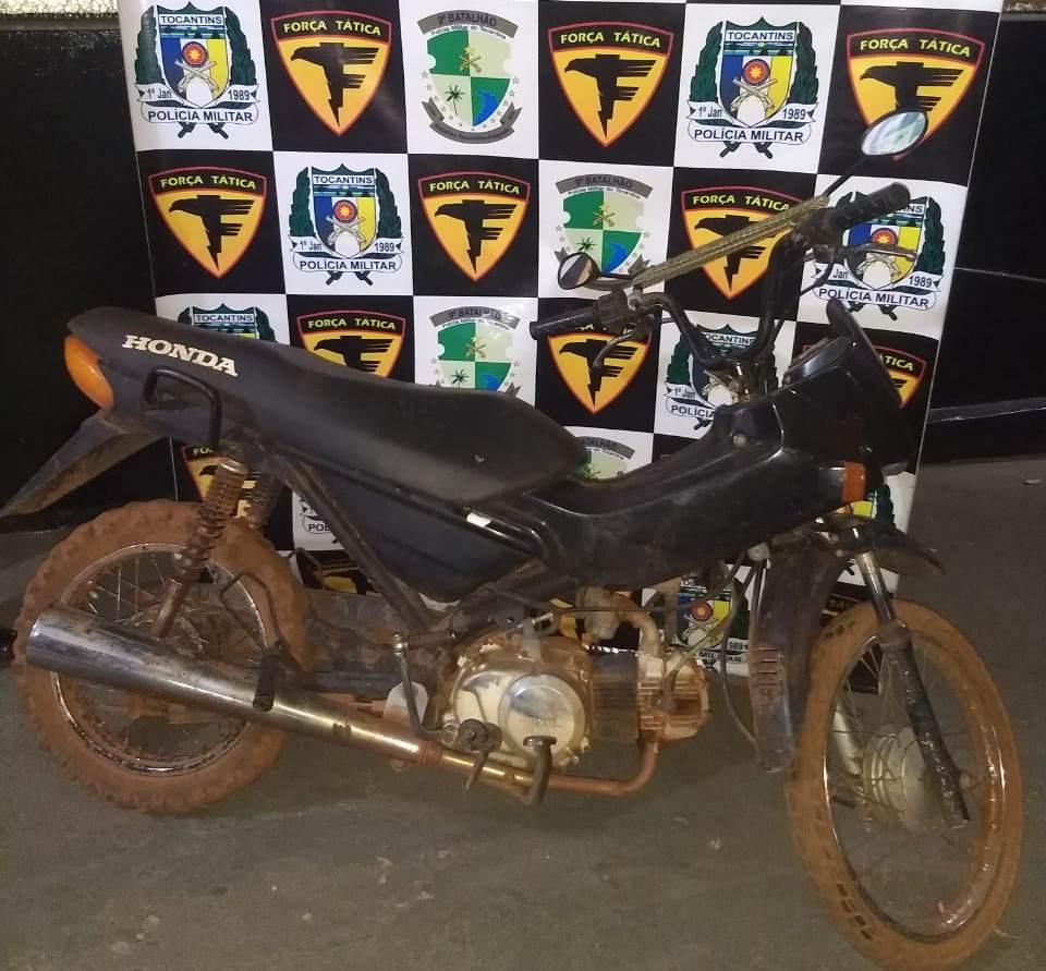 PM apreende motocicleta furtada/roubada; um suspeito é preso no povoado Trecho Seco em Araguatins