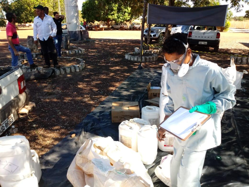 Agricultores devolvem cerca de 4 mil embalagens vazias de agrotóxicos durante recebimento itinerante