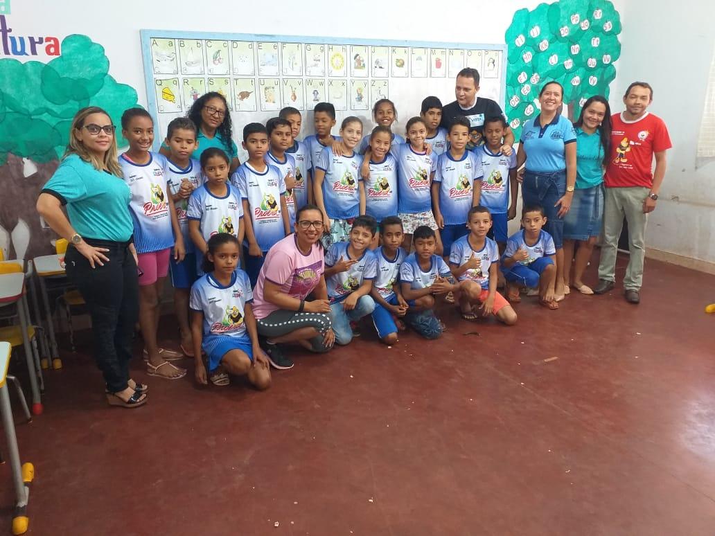 Alunos do Proerd recebem camisetas para formatura de conclusão em Palmeira do Tocantins