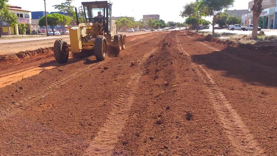 Seisp faz terraplanagem, reparo de asfalto e luminárias, limpeza de ruas e jardinagem nesta segunda-feira, 24