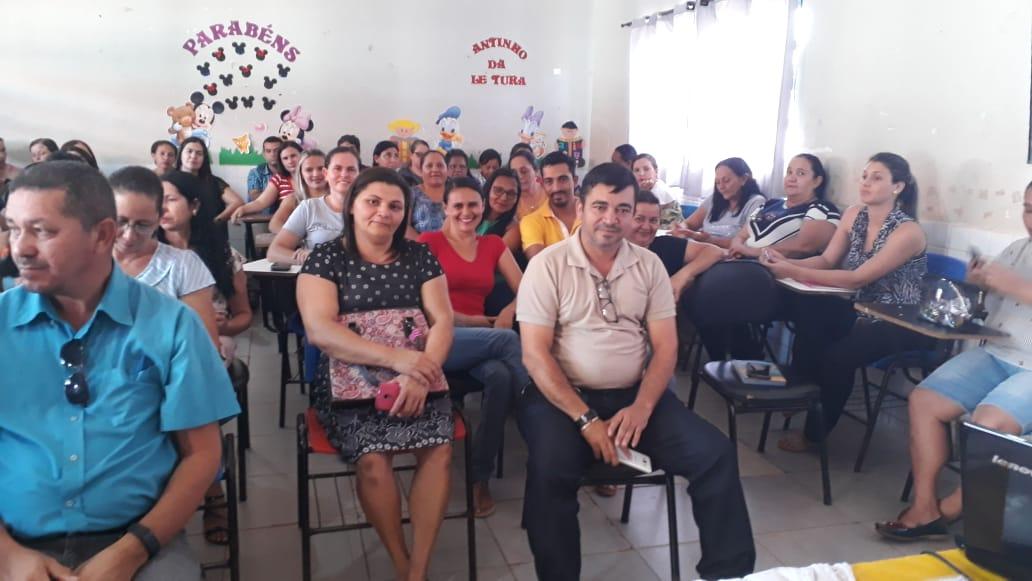 Secretária de Educação de Monte Santo apresenta 'Selo Quem Educa, Faz' aos educadores do município