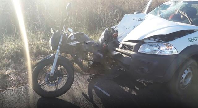 Motociclista morre após ser atingido por carro e lançado para o acostamento na TO-222